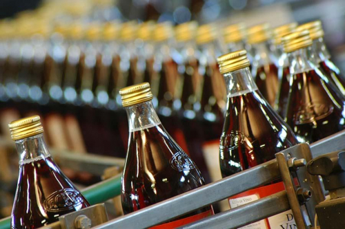 Fotografia linea di produzione bevande